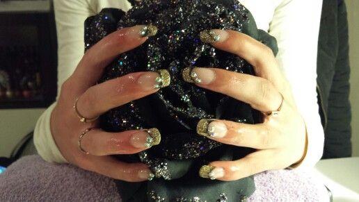 Acrylnagels zwart met gouden french en strass steentjes