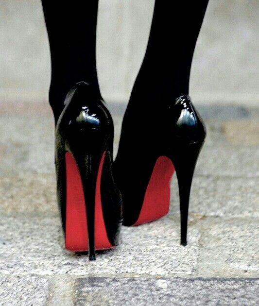 newest 0a533 4102c Christian Louboutin classic black high heels. Complete Sexy ...