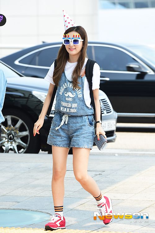 Red Velvet Seulgi Airport Fashion 150801 2015 Kpop 1st Anniversary Red Velvet Kpop Fashion