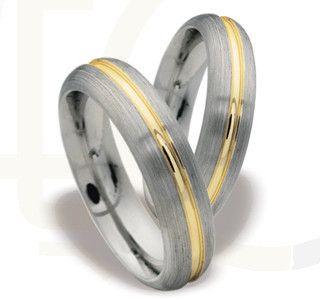 Obrączki z żółtego i białego złota/ Wedding rings made from yellow and white gold/ 3 494 PLN #jewellery #weddingings #gold #rings #design #love