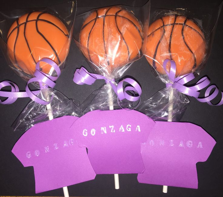 Basketball lollipop. Oreo cookie and candy melt lollipop, perfect for Birthday party as party favor or for candy/ food bar. They can be purchased at www.etsy.com/shop/cakitos t-shirt labels not included