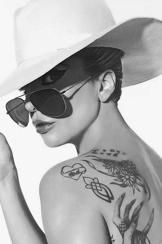 Lady Gaga / Tattoos / hat and sunglasses