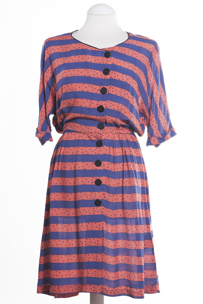 A lovely dress from our Danish brand, Numph. We like the 1940's feel to this pretty dress. Say hello to the Alice dress from our online boutique £50