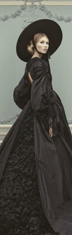 Ulyana Sergeenko S/S 2013. Full skirt and modern sleeve en bouffant remind of 1850's dress