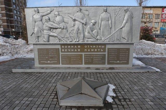 Воинам отчизны вечная память. Памятник на территории Судостроительного завода