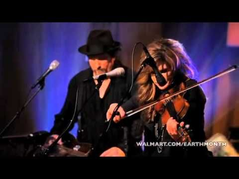 Alison Krauss and Union Station - Man of Constant Sorrow [Live] Reminds me so much of my dad when I was a kid and listening to am clear channel WWVA in Wheeling, WV. He was a bluegrass man all the way. It's in the blood.