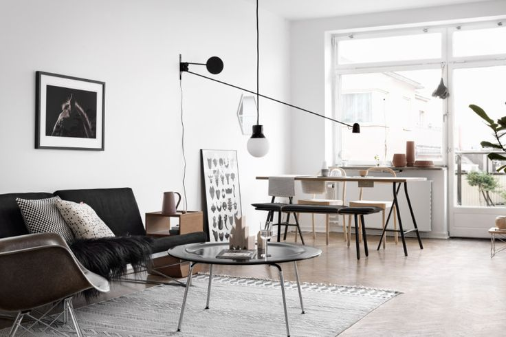 white scandinavian interior_black and light wood furniture_livingroom