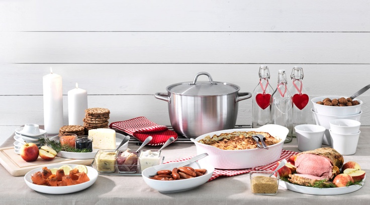 Try some meatballs, brie and crackers, or one of our other Swedish treats for some quick and easy (and not to mention, delicious) hors d'oeuvres for your New Year's Eve party.