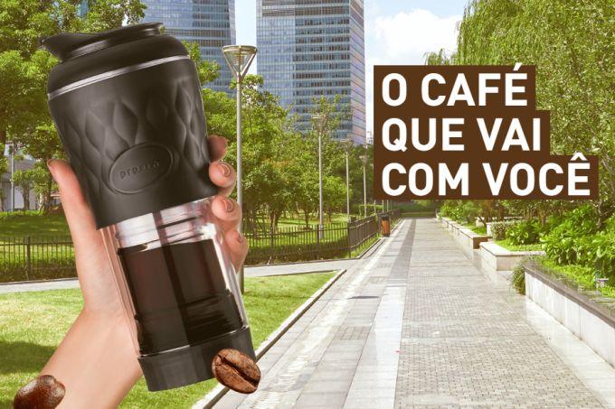 Através do método de prensa francesa, dá para ter café fresquinho no meio do congestionamento ou até no ônibus.