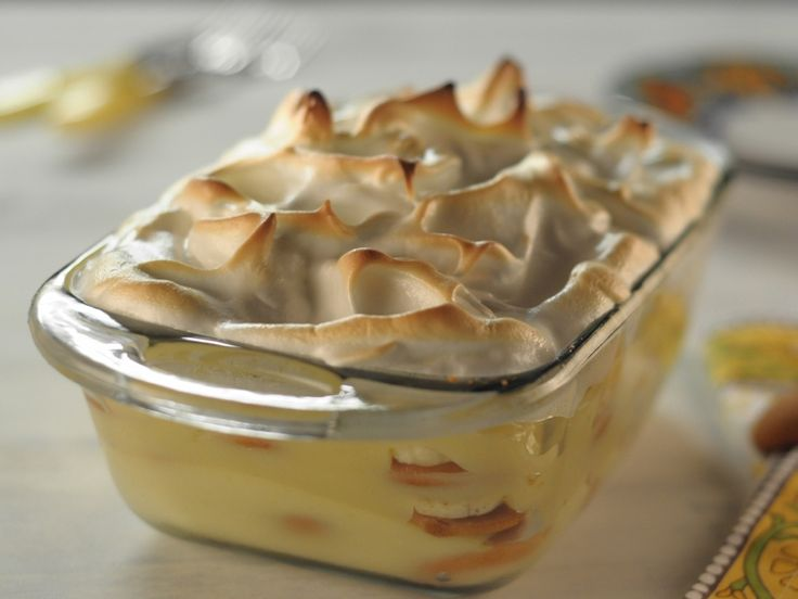 Banana Pudding Adapted from Georgia Cooking in an Oklahoma Kitchen by Trisha Yearwood, Show: Trisha's Southern Kitchen, Episode: Straight Up Comfort Food
