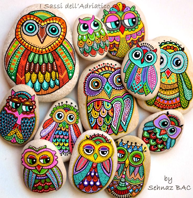 I love #owls, I love everything about them, but the most, i love to paint them so colorful, full of joy & happiness! I wish you a marvelous week with these beauties  #paintedstones #isassidelladriatico