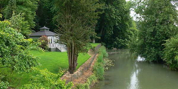 The cottage gardens are situated on the banks of the river Evenload. A perfect spot to throw a post-wedding brunch. www.watermeadowcottage.com