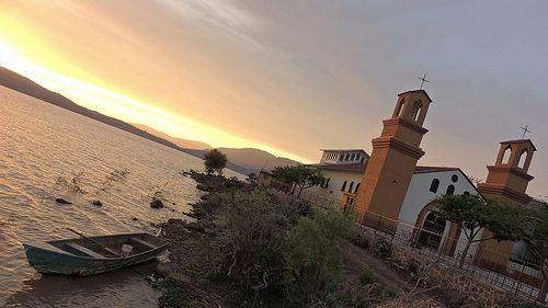 Te invitamos a dar un paseo en canoa y tener una tarde romántica, ¿Sabes en dónde? en la Laguna de San Juanico en el Municipio de Cotija, Michoacán. No pierdas más el tiempo y disfruta de nuestras bellezas michoacanas. www.vivemichoacan.com