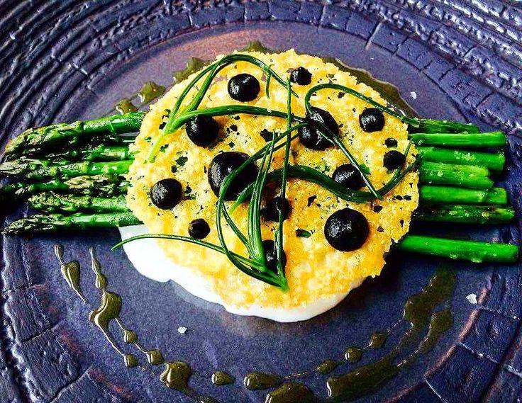 #divinis#theartofplating#foodporn#foodies#foodie#food#foodie#czechrepublic#czech#praguestagram#prague#wild #asparagus #buratta #parmegiano #parsnip #ink #agretti by hanzoattimo