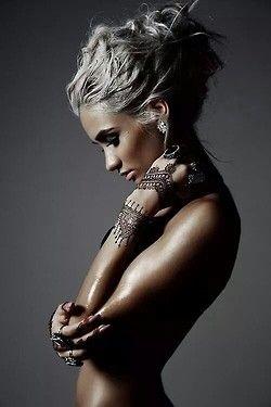 love the henna tattoo