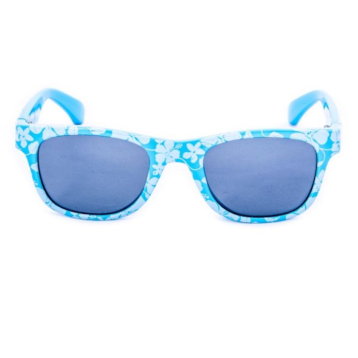 Hawaii B      Fiori hawaiiani bianchi sull azzurro :  evocano il mare, il cielo e le vacanze e decorano questo  modello di occhiale da sole per bambini. E non solo sono belli ma sono anche dotati di ottime lenti polarizzate garantendo una protezione UVA del 100 %. Ideale per i bambini dell'età di circa 2 a 1...