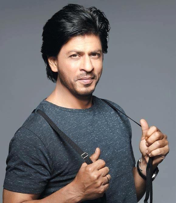 Shah Rukh Khan (nacido como Shahrukh Khan, 2 de noviembre de 1965), también conocido como SRK, es un actor de cine, productor y personalida...