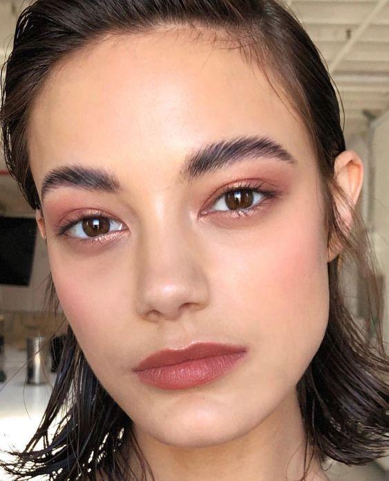 13 Pinselfreie Make-up-Looks, die Sie nur mit den Fingern auftragen können