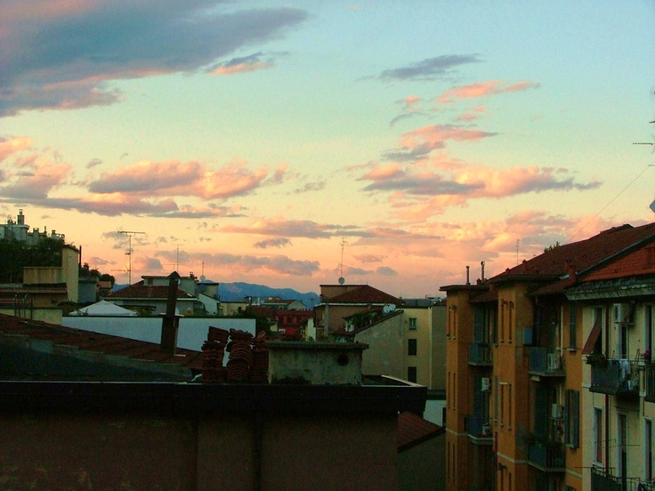 Pink clouds upon Milan.