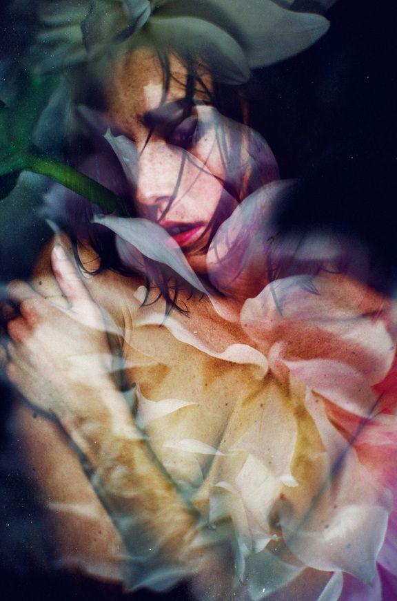 Des photographies exquises alliant des femmes et des fleurs par Lara Kiosses dans Infos dans le Magazine - Lomography