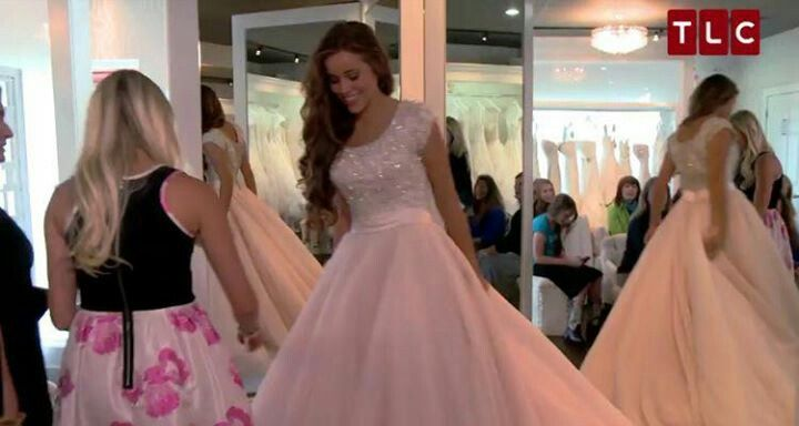 Jessa duggar trying on her wedding dress for the first for Jessa duggar wedding dress