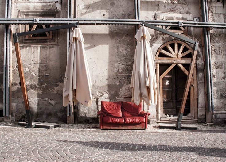 """SCIARADA: [R]ESISTENZA L'AQUILA - FESTA DELLA (NON) RICOSTRUZIONE. Installazione di Marco Buschi per """"Storie Liberate"""" (24-25 aprile) al parco Villa Fermani di Corridonia"""