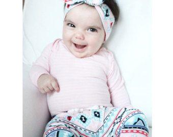 Polainas bebé y diadema brillo y peonías orgánicos por TopKnotBands