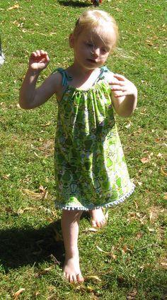 Sommerkleid für Mädchen nähen - Tutorial                                                                                                                                                                                 Mehr