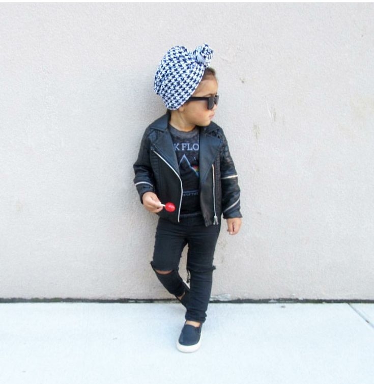 Our comfy baby turbans are perfect for the tiny fashionista! Size 0 months- 6 years Available in: Black Hounds tooth Grey Leopard