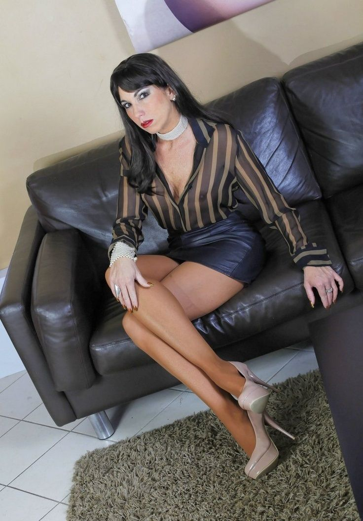 Short woman heels and pantyhose sat