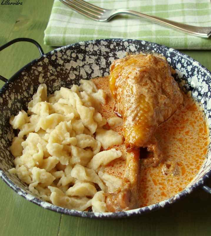 tejfölös paprikás csirke, nokedlivel - imádom :)