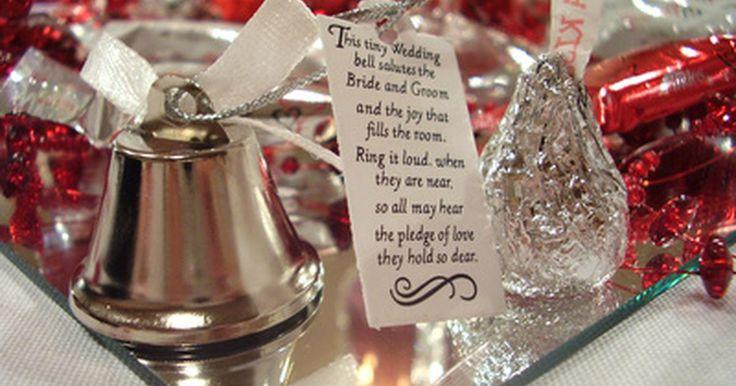 Ideias para a festa de casamento: cores vermelho e prata. Muitas vezes, um casal escolhe as cores do casamento antes de pensar se ficarão bonitas em grande escala, se a decoração será apropriada para o local e também se ficará boa com os esquemas de cores. Alguns combinações podem ser difíceis de ficarem bonitas. Se as cores do seu casamento forem vermelho e prata, aqui há várias ideias que podem tornar ...