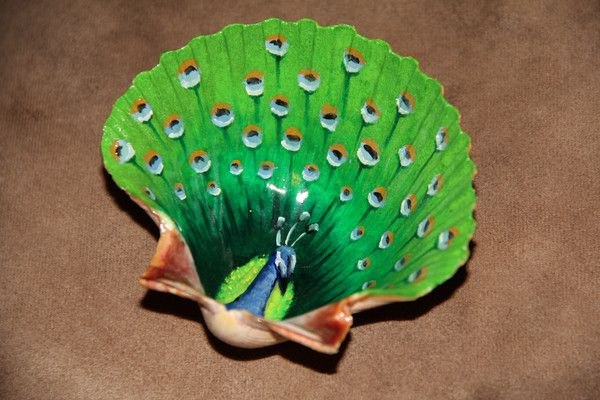 Great idea for sea shell painting design.                                                                                                                                                      More