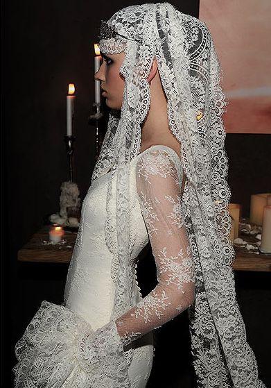 las novias flamencas de vicky martín berrocal | vestidos | mantillas