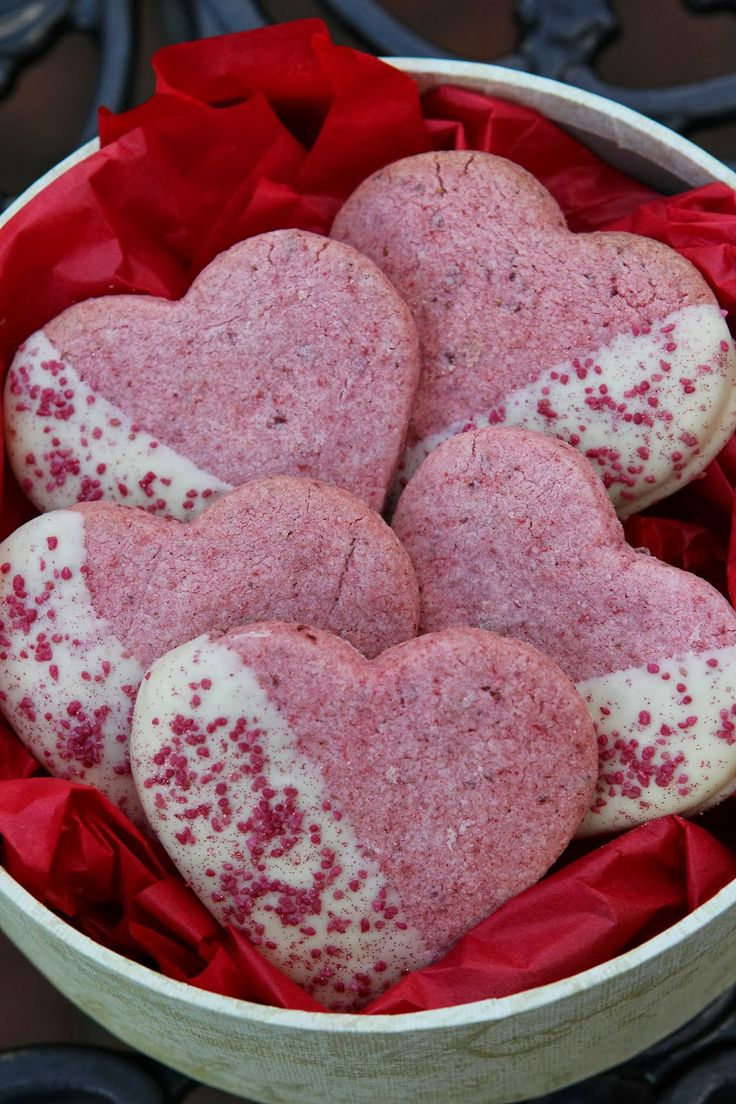 Strawberry white chocolate hearts