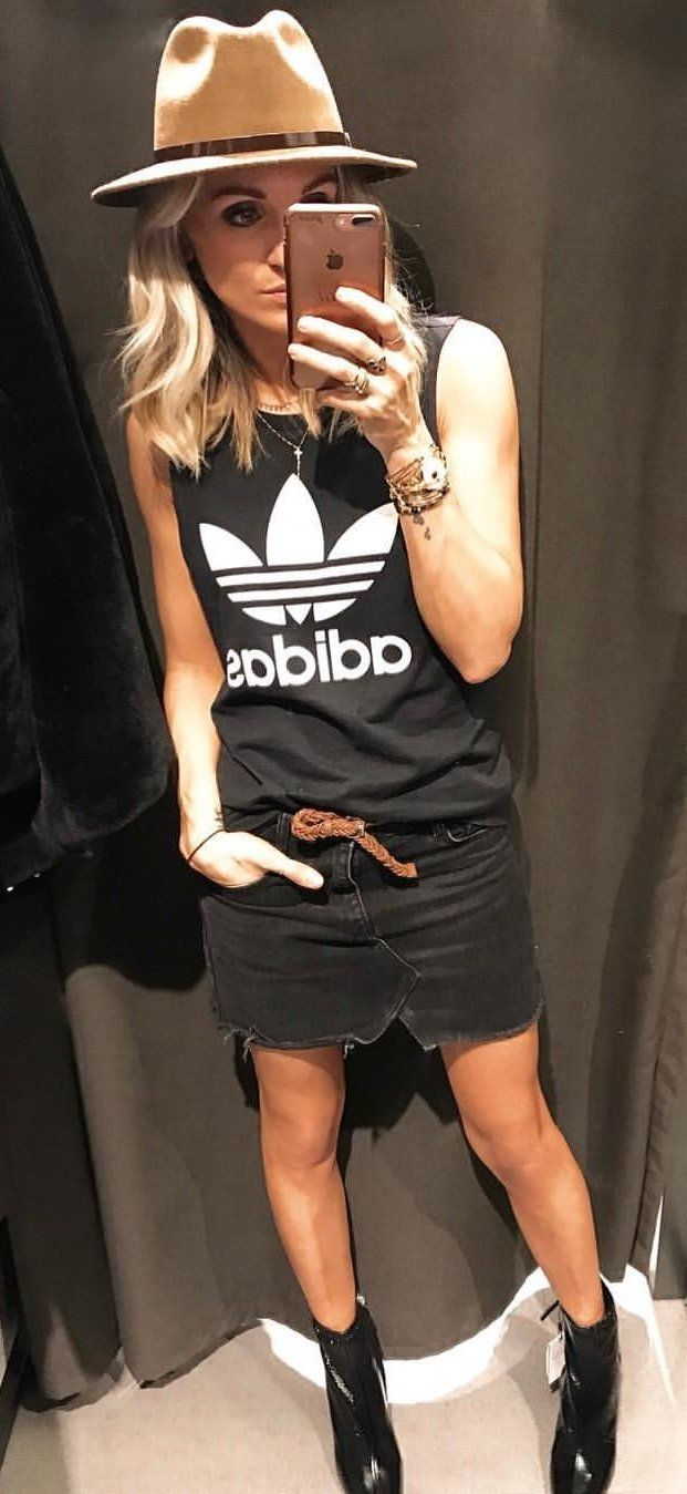 #spring #outfits blackAdidas shirt. Pic by @rachelstyliste