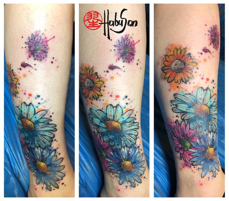 Cover Up Blüten mit Watercolour! Danke, Natascha! #tattoo #wien #habusan #watercolourtattoo #blumentattoo