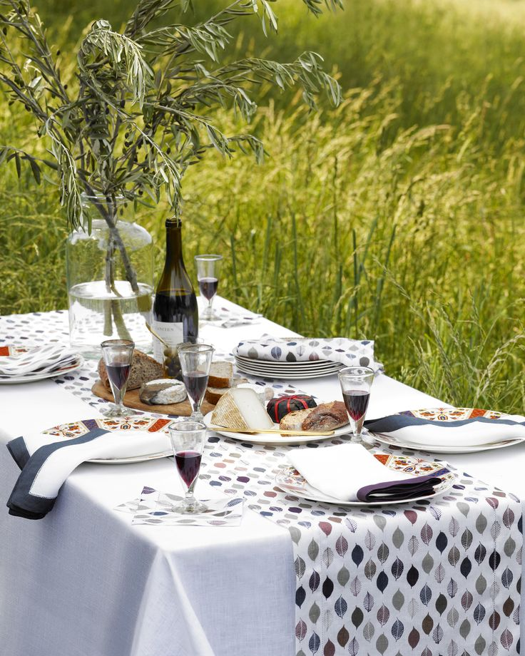 Tilton printed table linens celebrate the beauty of Autumn. 5 colorful leaves repeat atop Italian-woven linen.