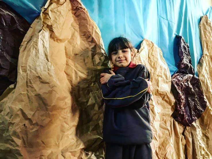 Ángeles de 4•B, en la Cordillera de Los Andes, recreada en el pasillo del colegio.