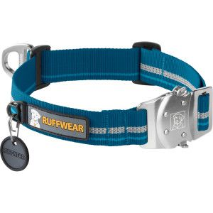 Quickly secure the Top Rope Collar around your dog's neck thanks to the quick-clip Talon Buckle on the Ruffwear Top Rope Collar. This collar features oversized webbing that will feel comfortable around your dog's neck, buckle adjustments so you can get the fit just right, and a v-ring that stays aligned at the top of the collar so you can clip and unclip a leash quickly. No one likes to fumble around through fur and slobber to get a leash in place, and the Top Rope puts an end to that.