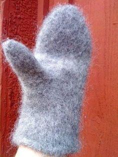 Här kommer ett riktigt bra basmönster på stickade tovade vantar. Jag har gjort många par,för dom går fort att göra,och är så sköna.Lägg upp 48 maskor till dam, 52 maskor…