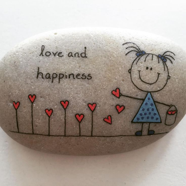 #artrocks #beachart #beachstone #girl #happy #happiness #happyrocks #hearts #instaart #instaartist #iloverocks #love #loveandhappiness #paintingrocks #paintedrocks #rocksROCK #rockpainting #sten #stenmaling