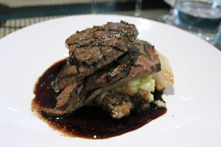 Grilovaná telecí nebo vepřová játra se žampionovou směsí / Grilled veal or pork liver with mushroom mixture.