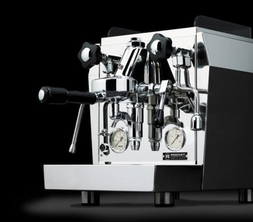Rocket Giotto V3 PID  Rocket Giotto Evoluzione V3 Voor de echte koffieliefhebbers is de Rocket Giotto Evoluzione V3 een ware aanwinst. Deze espressomachine heeft een koperen boiler met inhoud van 18 liter en warmtewisselaar voor direct koffieen stoom en dankzijde zwaar verchroomde Faema E61 zetgroep wordt de kans op lekkages in de machine tot een minimum beperkt. Deze Rocket Giotto Evoluzione V3 geeft horecakwaliteit koffie en je kunt eindeloosvariëren met verschillende koffiedranken. Maak…