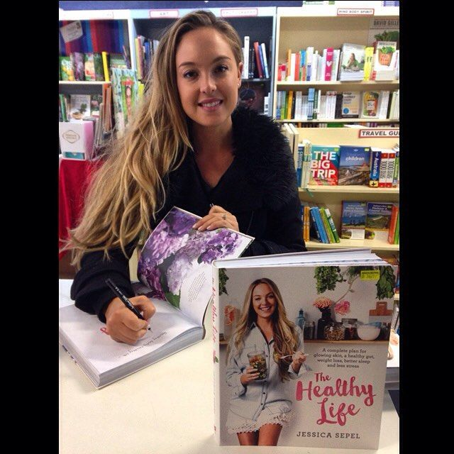 Jessica Sepel @jshealth stopped by #braysbooks this morning to sign copies of her book, The Healthy Life @panmacaus #healthy #nomnom