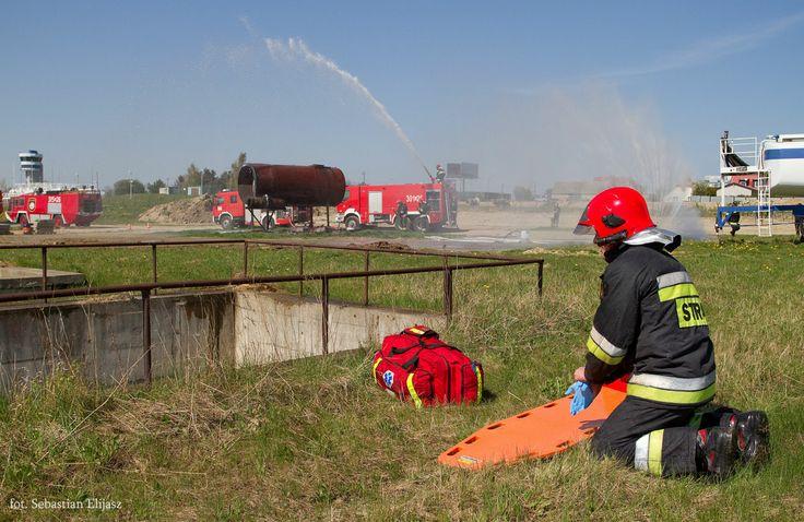 Ćwiczenia Straży Pożarnej / #firebrigade #firefighter #fire #practice #airport #gdansk; photo: Sebastian Elijasz / Port Lotniczy Gdańsk
