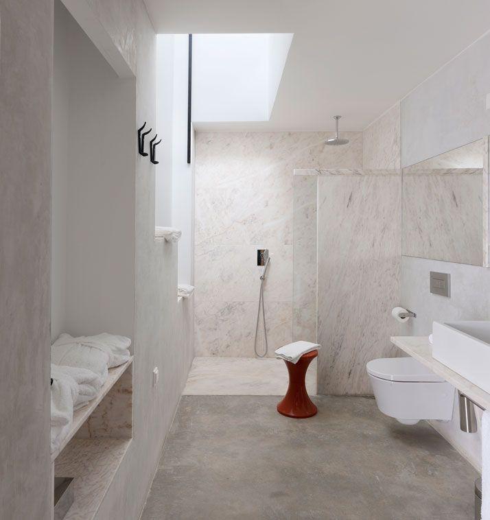 villa extramuros in arraiolos alentejo by vora arquitectura concrete bathroommarble - Concrete Bathroom Decoration