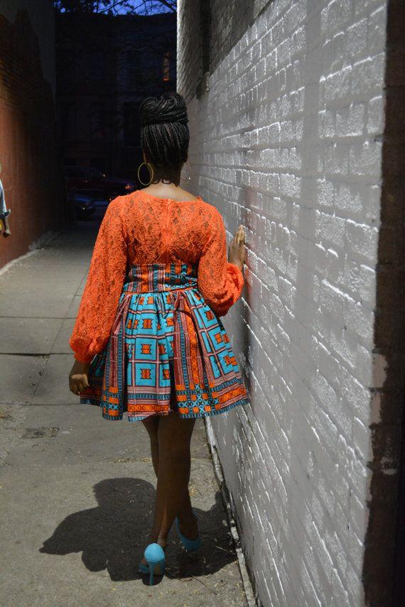 La robe Nana est faite d'un corsage sexy dentelle orange à manches longues et une jupe froncée orange et turquoise. La robe est doublée et a une façade en forme de v coupe-bas. Parfait pour cette nuit. Zip dans le dos et peut être fait avec le tissu et dentelle de couleur différente. Buste mesure 34 pouces. Mesures de taille 32-34 pouces. Longueur de l'épaule à l'ourlet est de 34,5 pouces.