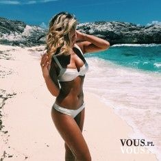 Szczupła kobieta, fit ciało, jak uzyskać takie ciało, efekty ćwiczeń, kobieta w bikini