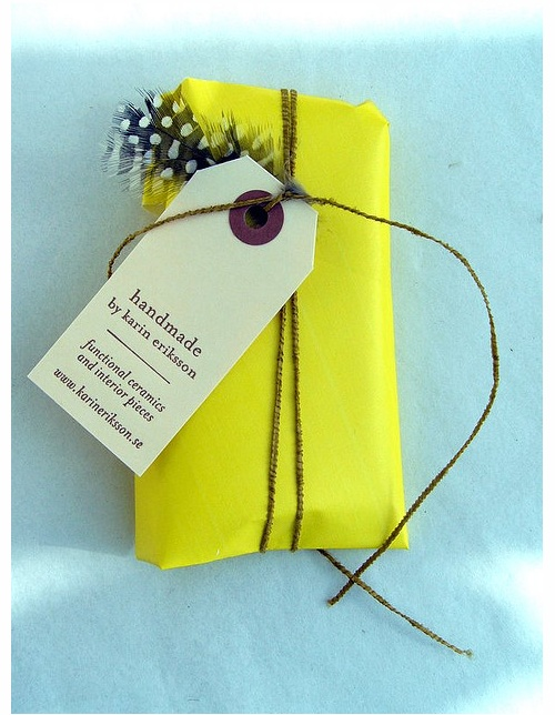 neon + natural: Tags, Diy Ideas, Giftwrap, Gifts Wraps, Diy Gifts, Feathers, Wraps Gifts, Neon Yellow, Wraps Ideas